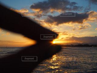 水の体に沈む夕日 - No.956388