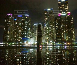 夜の街の眺めの写真・画像素材[2215941]