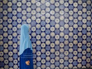 青と白のシャツの写真・画像素材[2234332]