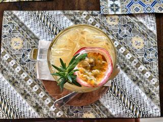 食べ物をテーブルの上に閉じるの写真・画像素材[3182189]