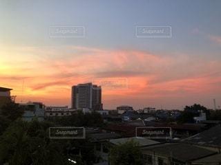 日没時の都市の眺めの写真・画像素材[3401746]