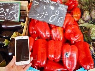 食べ物,カラフル,スマホ,野菜,旅行,市場,フランス,食品,iphone,買い物,マーケット,海外旅行,携帯,ショッピング,マルシェ,食材,朝市,パプリカ,フレッシュ,ベジタブル,ナス,販売