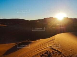 自然,風景,空,絶景,屋外,太陽,朝日,砂,山,旅行,砂漠,正月,キャンプ,砂丘,お正月,日の出,海外旅行,モロッコ,新年,初日の出,サハラ砂漠,サハラ
