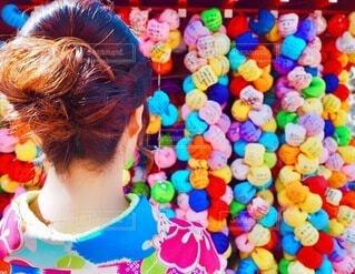 女性,京都,神社,カラフル,後ろ姿,着物,人,うなじ,イベント,和服,お祝い,晴れ着,カラー,成人式,和装,行事,ヘアセット,成人の日,インスタ映え