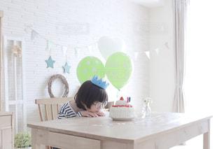 ケーキ,風船,子供,眼鏡,おやつ,こども,誕生日,記念日,パーティー,男の子,誕生日ケーキ,バースデーケーキ,手作りケーキ,ホームパーティー,メガネ