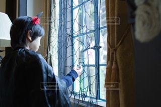 蜘蛛の巣の窓辺からの写真・画像素材[835672]