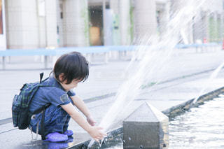 夏,水,暑い,噴水,こども,水遊び,男の子,夏バテ,熱中症,コドモ,熱中症対策