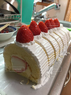 皿の上のケーキの一部の写真・画像素材[841761]