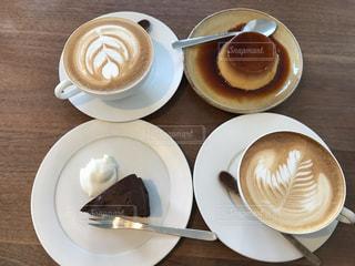 食品とコーヒーのカップのプレートの写真・画像素材[815935]