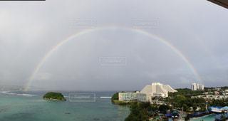 水の体の上の虹 - No.812894