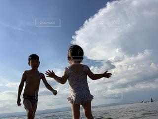 おちび初めての琵琶湖の写真・画像素材[4746635]