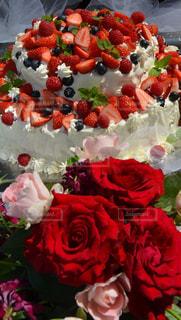 ケーキ,ピンク,バラ,結婚式,いちご,ブルーベリー,ホイップクリーム,パーティー,ウェディングケーキ,ガーデニングパーティー
