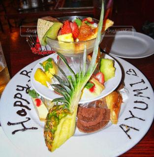 スイーツ,ケーキ,フルーツ,アップ,パイナップル,誕生日,祝い,birthday,バースデー,プレート,パイン,happy birthday,盛合せ,誕生日祝い,フルーツ盛合せ
