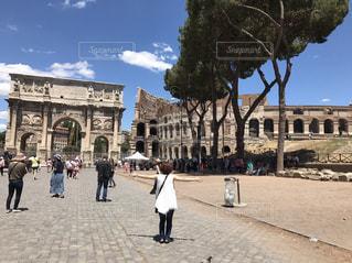イタリア ローマ コロッセオと凱旋門の写真・画像素材[787832]