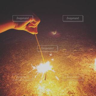 夏,夜,花火,光,オレンジ色,手持ち花火