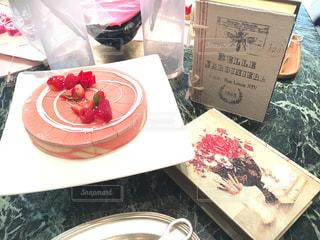 スイーツ,ケーキ,ピンク,かわいい,バラ,いちご,薔薇