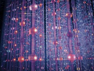 夜のトラフィックでいっぱい通りの写真・画像素材[1076983]