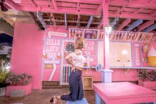 ピンクの小屋との写真・画像素材[2232036]