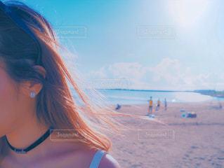 海風に舞う髪の写真・画像素材[2281491]