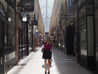 パリのパッサージュでの写真・画像素材[2283373]