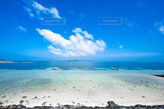 砂浜と夏の空の写真・画像素材[2415038]