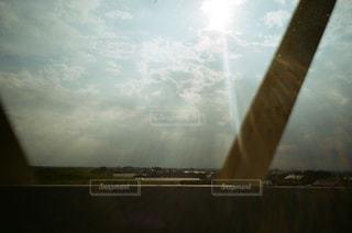 車内で振り返るとの写真・画像素材[1873713]