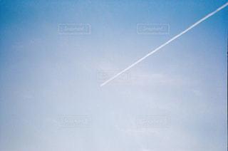 甘酸っぱい飛行機雲の写真・画像素材[1873721]
