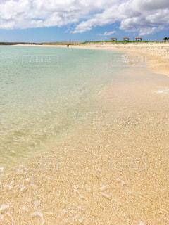 海の横にある砂浜のビーチの写真・画像素材[896772]