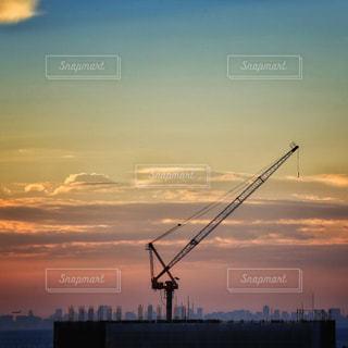 夕暮れ時の都市の景色の写真・画像素材[1294030]