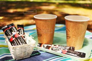 テーブルの上のコーヒー カップの写真・画像素材[1277265]