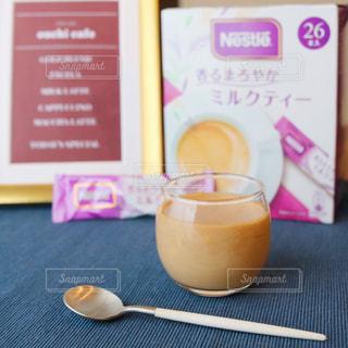 テーブルの上のコーヒー カップの写真・画像素材[1282809]