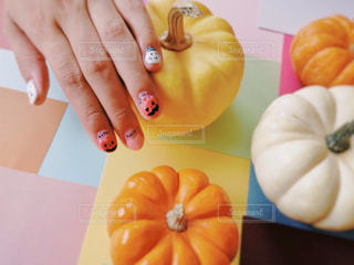 果物を持っている手の写真・画像素材[1543013]
