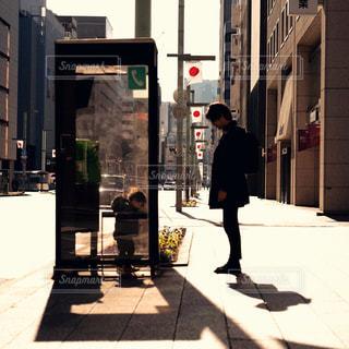 男性,冬,親子,夕方,都会,音,未来,日本橋,パパ,男の子,電話ボックス