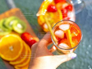 ネイル,屋外,赤,カラフル,晴れ,晴天,鮮やか,オレンジ,いちご,果物,外,キウイ,果実,グリーン,アイスティー,フレッシュフルーツ,セイロン,フレッシュフルーツティー