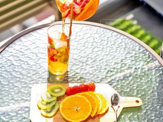 食品とオレンジ ジュースのガラスのプレートの写真・画像素材[1776179]
