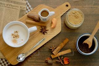 飲み物,温かい,紅茶,テーブルフォト,美味しい,おうちカフェ,ドリンク,俯瞰,ミルクティー,置き画,シナモン,八角,チャイ,ブツ撮り,ジンジャー,真俯瞰,アッサム,ミルクティー色,ミルクチャイ,フォームドミルク,チャイパウダー
