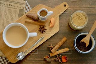 飲み物,温かい,スプーン,マグカップ,紅茶,テーブルフォト,美味しい,おうちカフェ,ドリンク,俯瞰,ミルクティー,置き画,シナモン,八角,チャイ,ジンジャー,トレー,フォトジェニック,真俯瞰,アッサム,ミルクティー色,ミルクチャイ,チャイパウダー