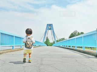 公園,橋,東京,青空,晴天,小さい,Tシャツ,幼児,男の子,2歳,お気に入り,リュック,白シャツ,夏服,半袖,短パン,水元公園