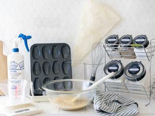 テーブルの上の食べ物のボウルの写真・画像素材[2867093]