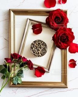 テーブルの上に花の花瓶の写真・画像素材[3069300]