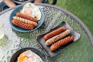 皿の上に食べ物のトレイの写真・画像素材[3240070]