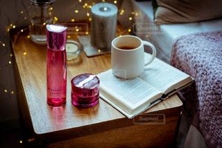 テーブルの上にコーヒーを一杯入れるの写真・画像素材[3383256]
