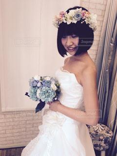 ウェディング ドレスを着ている女性の写真・画像素材[1032187]