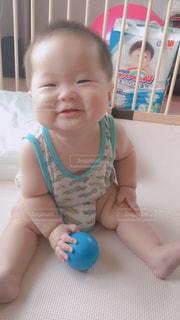 お座り上手になってきた赤ちゃん♪の写真・画像素材[2332000]