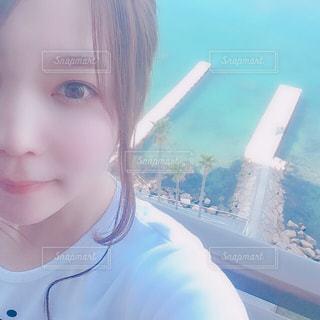 綺麗な海と私の写真・画像素材[2332010]
