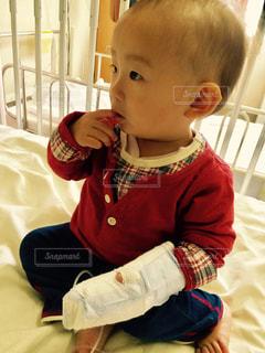 悲しい,赤ちゃん,病院,風邪,点滴,病気,指しゃぶり,帰りたり,肺炎