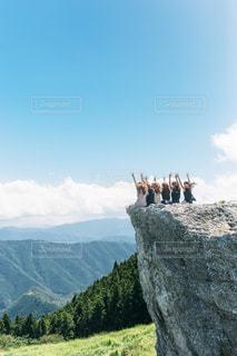 みんなで登山の写真・画像素材[1421852]