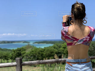 海,絶景,青,後ろ姿,人物,背中,人,後姿,旅行,石垣島,常夏,女子旅,オーシャンビュー,フォトジェニック,ジェニック,インスタ映え
