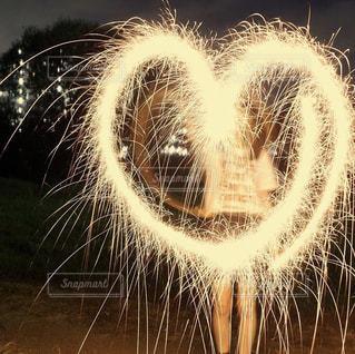 公園,夜,花火,女の子,ハート,マーク,手持ち花火