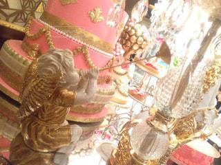 テーブルの上の花の花瓶の写真・画像素材[843253]